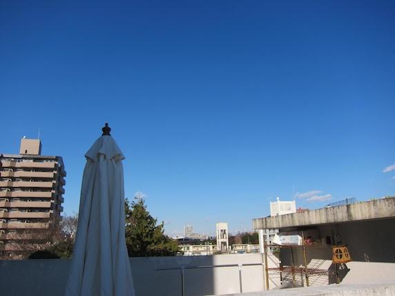 屋上から見た空