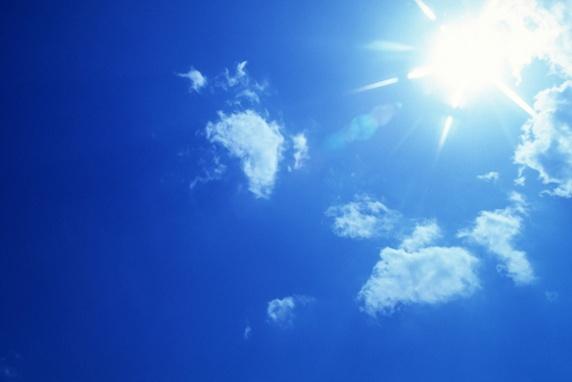 美髪&美肌の一石二鳥 Part1 紫外線 夏の青空